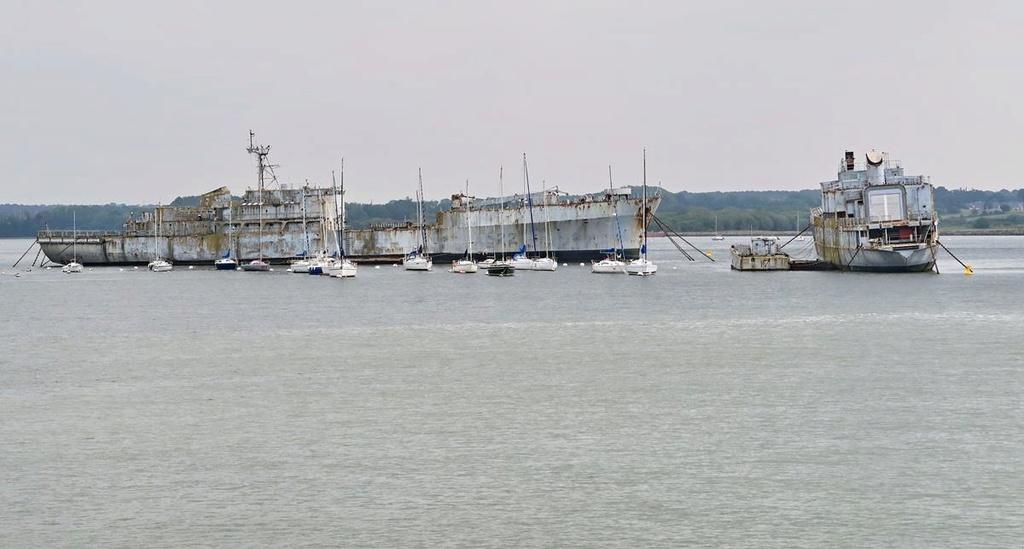 [Les ports militaires de métropole] Port de LORIENT - Page 4 Lorien52