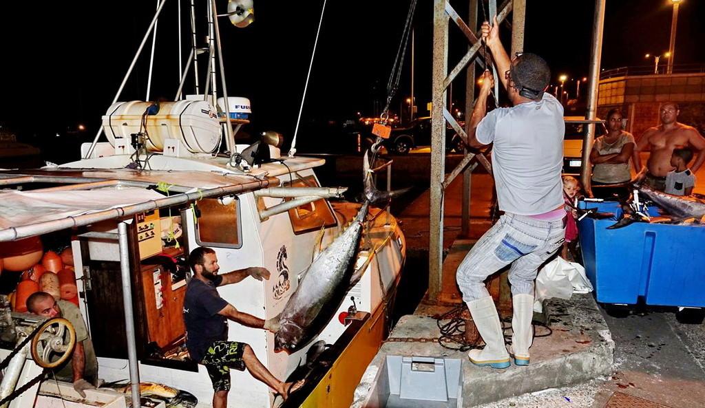 [VIE DES PORTS] Quelques bateaux de pêche (sur nos côtes Françaises) - Page 39 Retour88