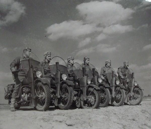 US Motorcycle Miniart 1/35 (abandon) Dsc06110