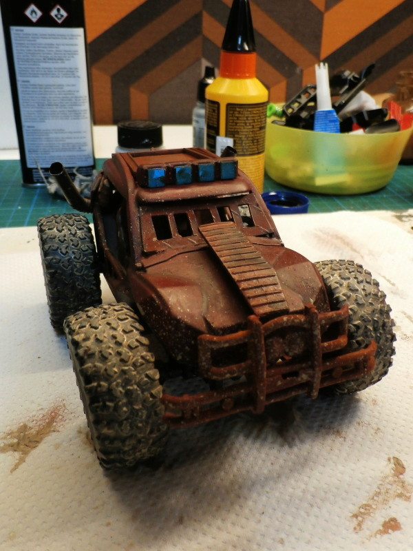 Post apocalyptic meeting (4X4 scratch 1/35) dio FINI P5200012