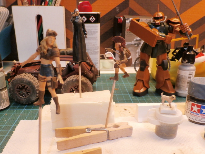 Post apocalyptic meeting (4X4 scratch 1/35) dio FINI P5240010
