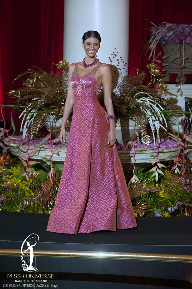 © PAGEANT MANIA © MISS UNIVERSE 2018 - OFFICIAL COVERAGE Finals - Page 32 717