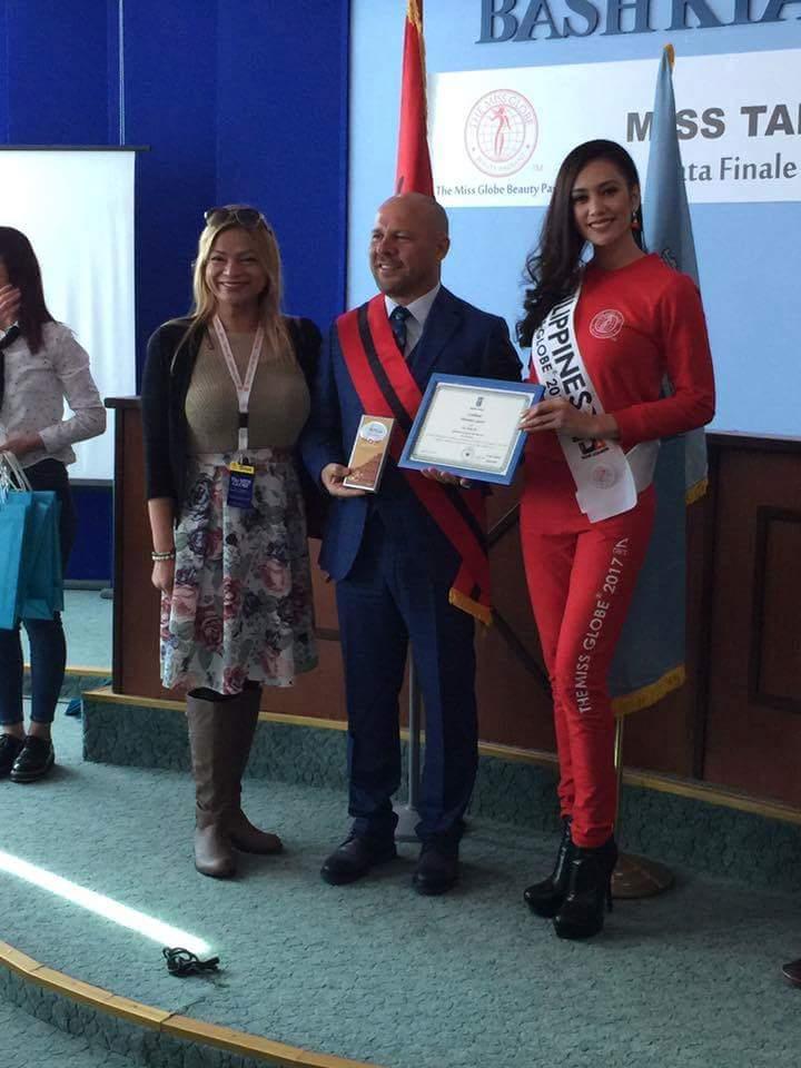 Miss GLOBE 2017 is VIETNAM Fb_im128