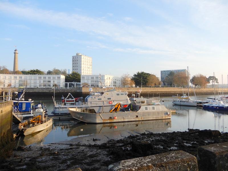 [Les ports militaires de métropole] Port de LORIENT - Page 5 Balad106