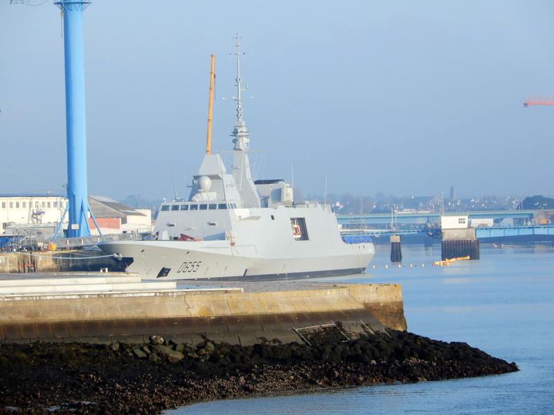 [Les ports militaires de métropole] Port de LORIENT - Page 5 Balad110