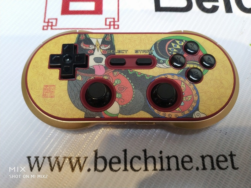 8Bitdo FC30 Pro 'Year of the Dog' Collector Edition sur Belchine.net Year_o13