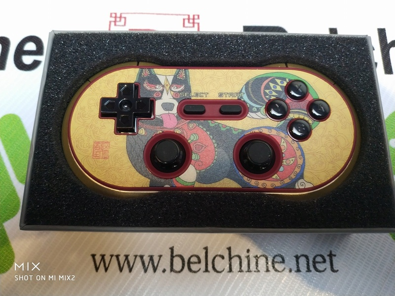 8Bitdo FC30 Pro 'Year of the Dog' Collector Edition sur Belchine.net Year_o15