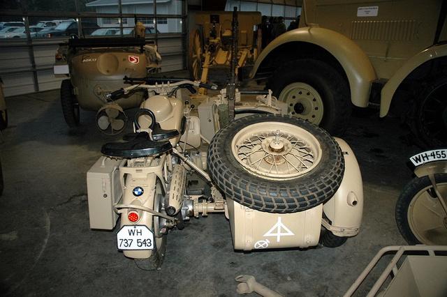 2 ou 3 roues avec moteur - BMW et side-car Image200