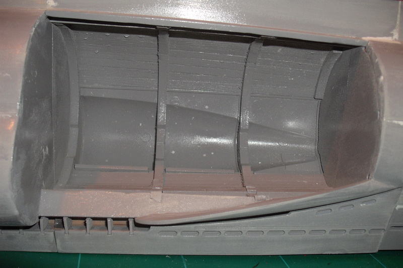 mastiquage de la coque du U 96 Dscf8030