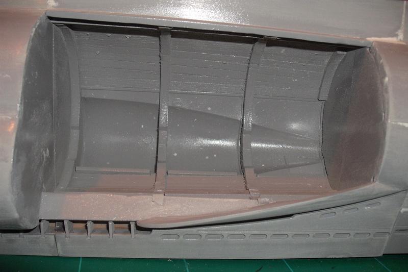 mastiquage de la coque du U 96 Dscf8031