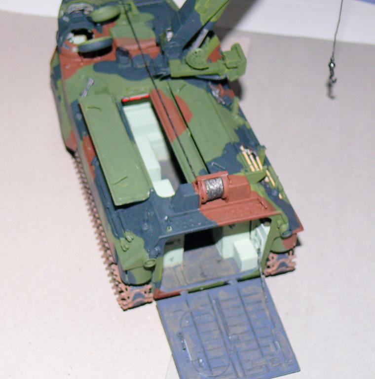 AAVR 7A1 Assault Amphibian Vehicle Recovery de Hobby Boss au 1/35 1_13210