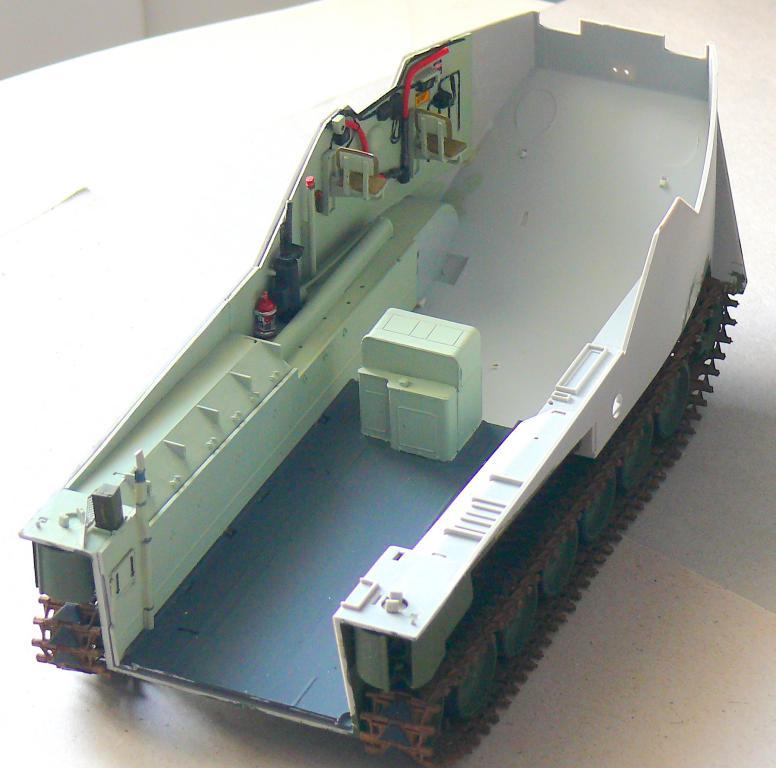 AAVR 7A1 Assault Amphibian Vehicle Recovery de Hobby Boss au 1/35 1_6410