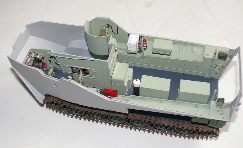 AAVR 7A1 Assault Amphibian Vehicle Recovery de Hobby Boss au 1/35 1_8210