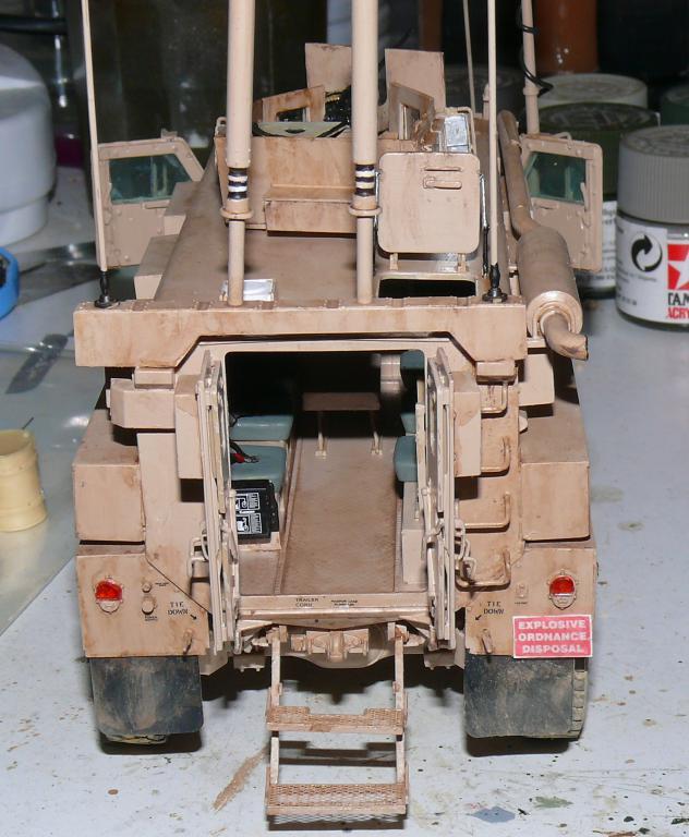 US COUGAR 6X6 MRAP au 1/35 de MENG - Page 2 Cougar13