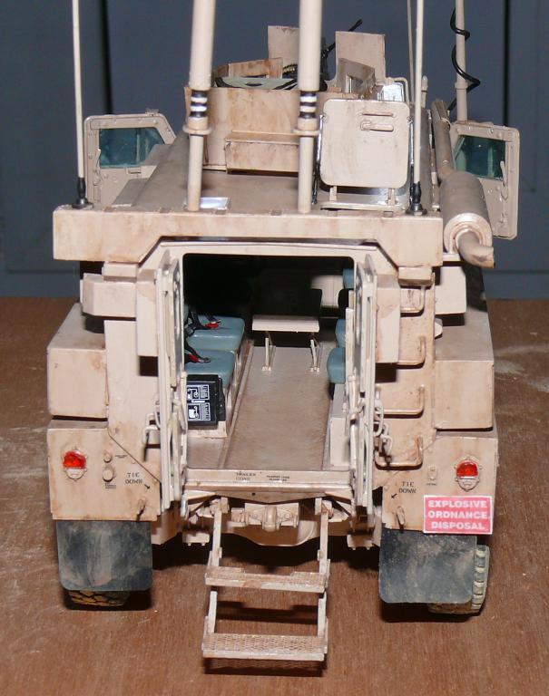 US COUGAR 6X6 MRAP au 1/35 de MENG - Page 2 Cougar16