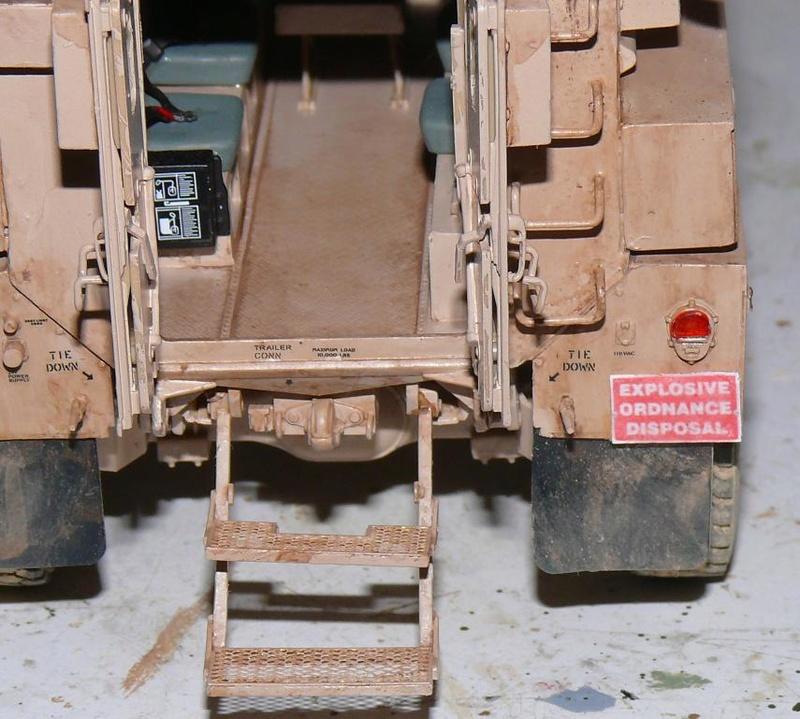 US COUGAR 6X6 MRAP au 1/35 de MENG - Page 2 Cougar19