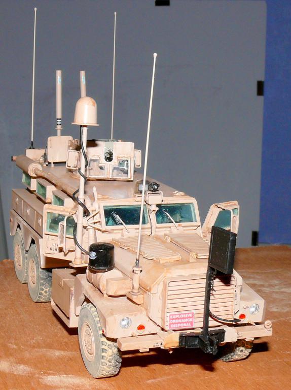 US COUGAR 6X6 MRAP au 1/35 de MENG - Page 2 Cougar21