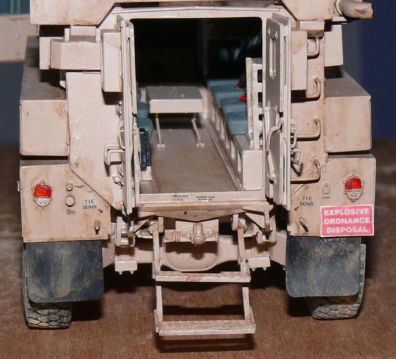 US COUGAR 6X6 MRAP au 1/35 de MENG - Page 2 Cougar24