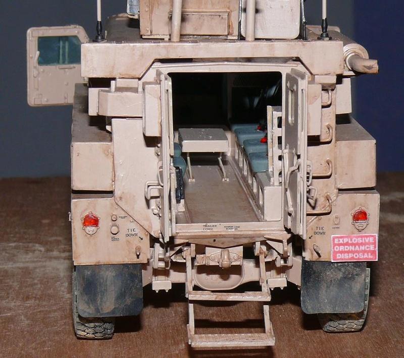 US COUGAR 6X6 MRAP au 1/35 de MENG - Page 2 Cougar27