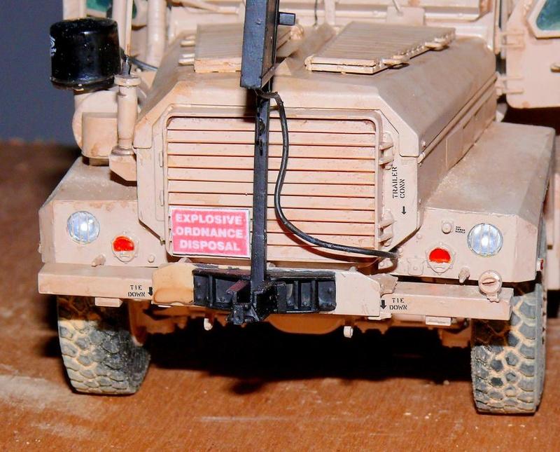US COUGAR 6X6 MRAP au 1/35 de MENG - Page 2 Cougar28