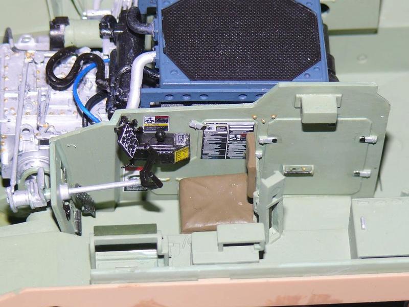 M3A3 BRADLEY w/BUSK III U.S. CAVALRY FIGHTING VEHICLE DE MENG Au 1/35 M3a3_b34