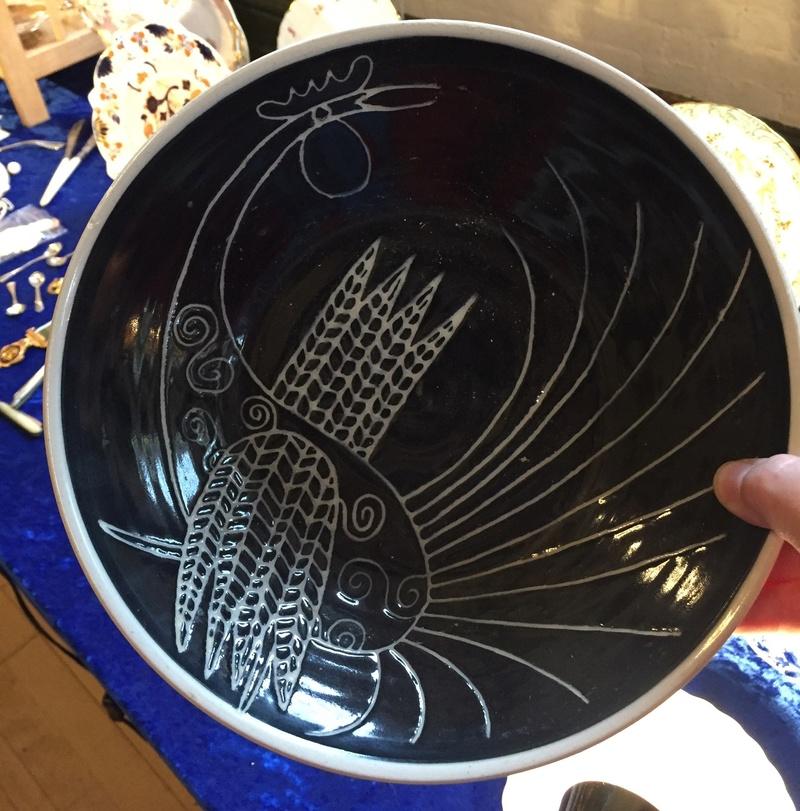 Black & white sgraffito bird bowl unmarked - Lotus Pottery?  0ba95210