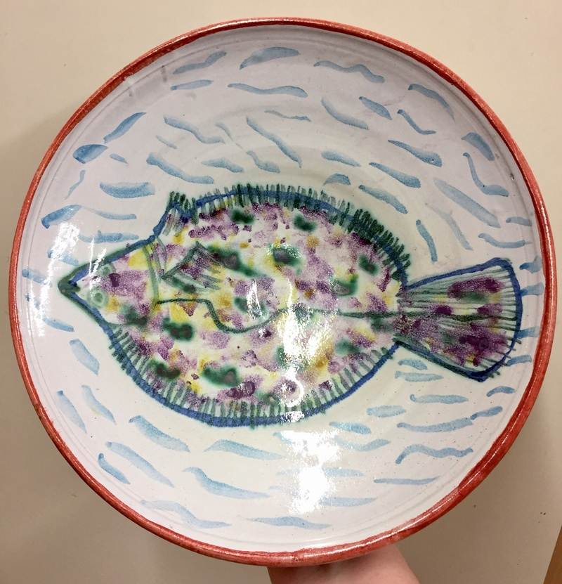 Maiolica dish with fish & crabs by Mike Strange, St Albans  1f9dd510