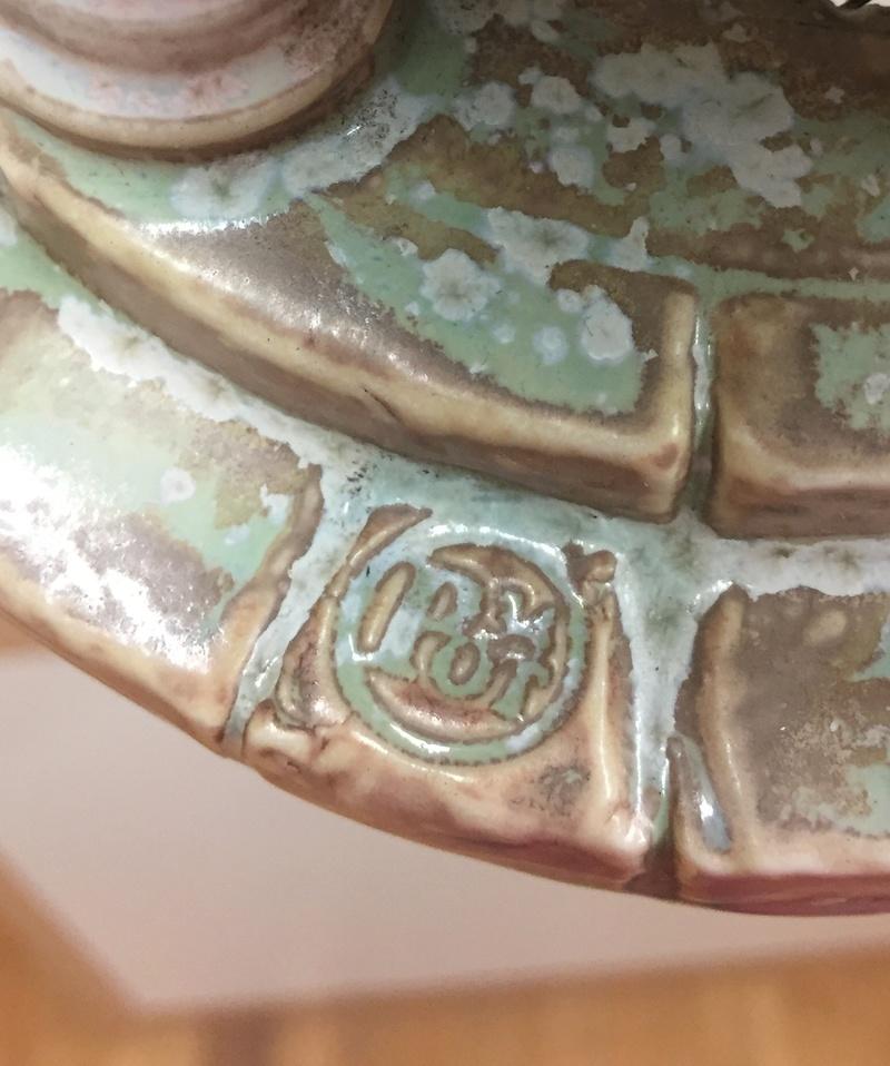 Porcelain bird feeder classical form 2f397a10