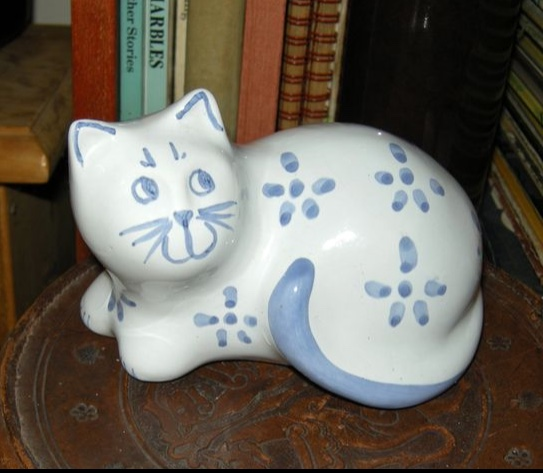 Pots and cats - Burnham Pottery  31c40e10