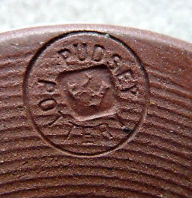 Joan Hotchin, PUDSEY Pottery 8bfe0410