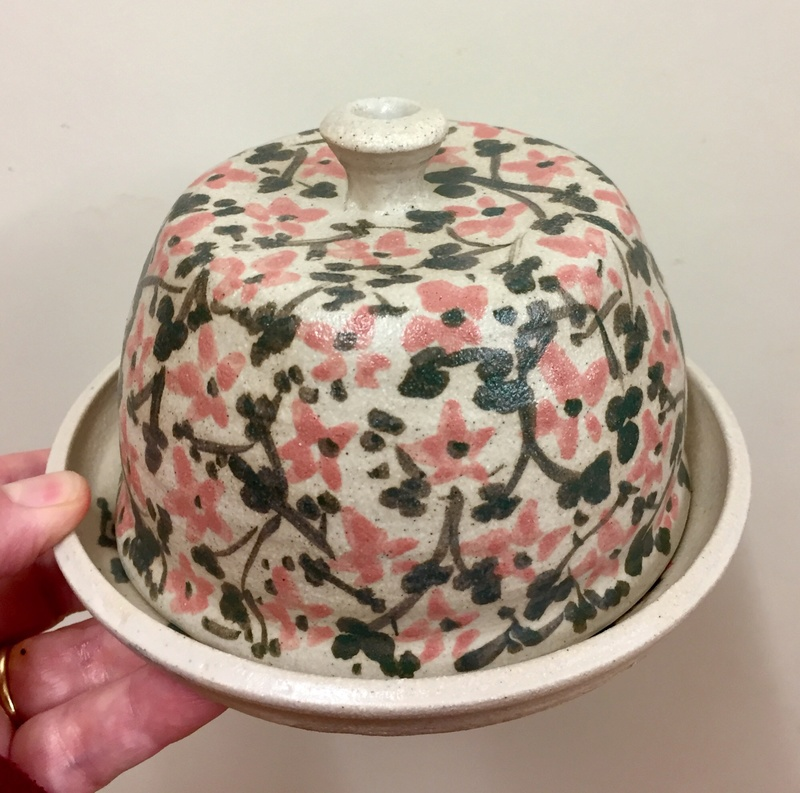 Unmarked butter dish  A12e8110