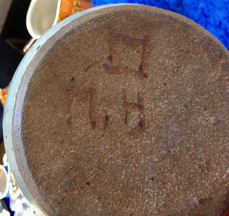 Mystery vase marked MH C6af8b10