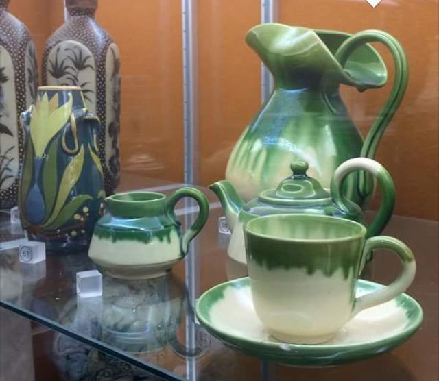 Green glazed pots - Belgium Art Pottery (not Farnham) - Page 2 Img_8022
