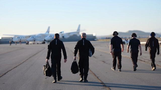[SpaceShipTwo] 12ème vol d'essais et 1er vol motorisé de VSS Unity - 5 avril 2018 Dab27m10