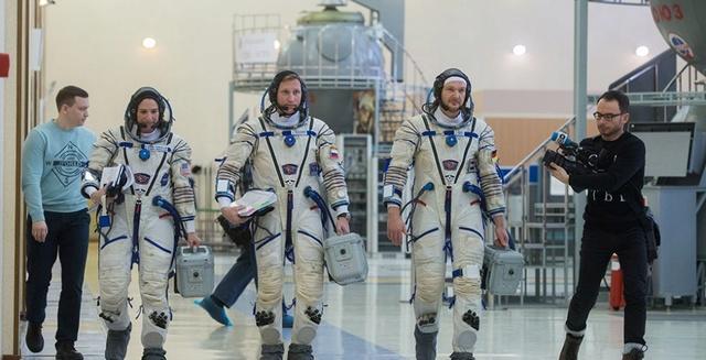 Expedition 55-56-57-58 (prévision novembre 2017 à novembre 2018) Dt6ani10