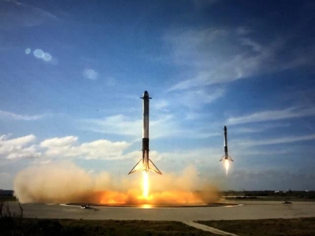 SpaceX - 1er test Fire Static et 1er décollage de la Falcon Heavy (en partie) Dvyxxh10