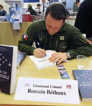 [Livre Aviation] Le pari de l'impossible par Romain Béthoux / Préface de Jean-Loup Chrétien et de Patrick Baudry Img_0417