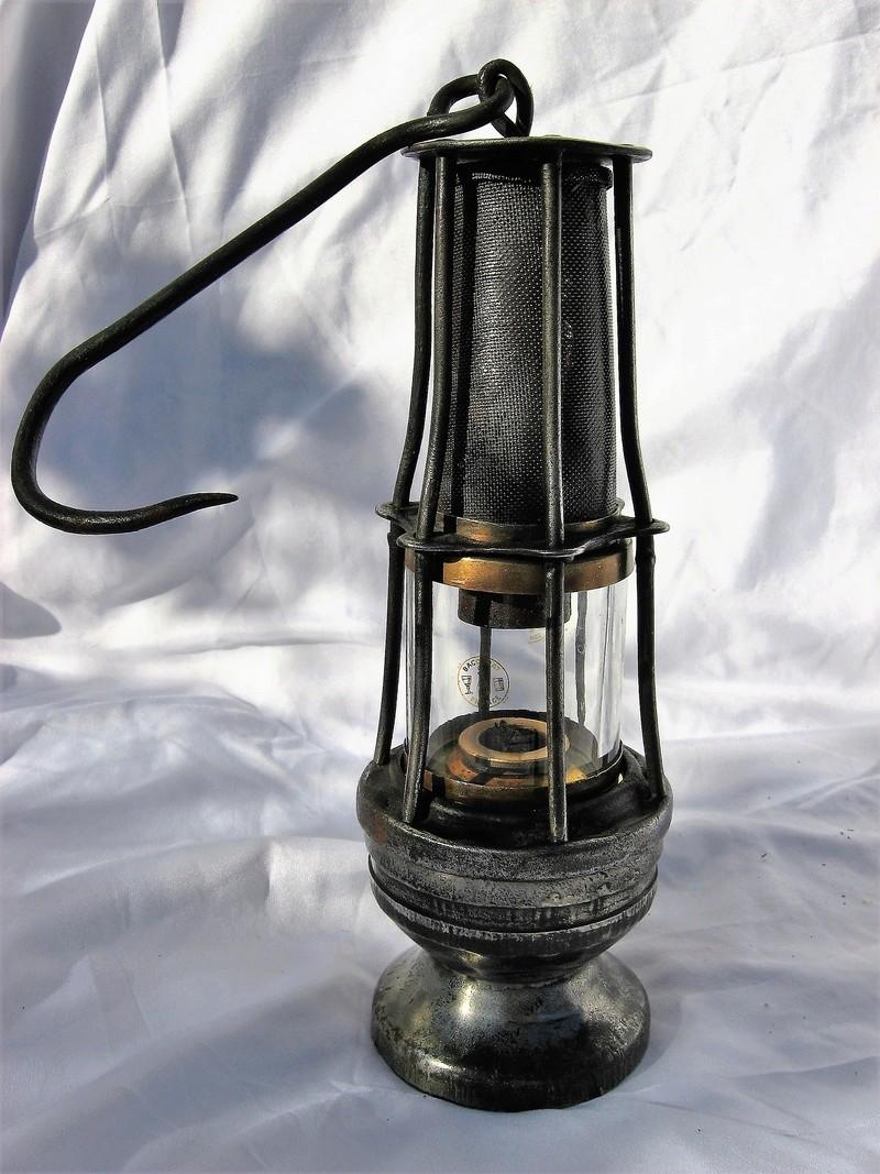 lampes de mineurs,  divers objets de mine, outils de mineur et documents  - Page 8 Img_1036