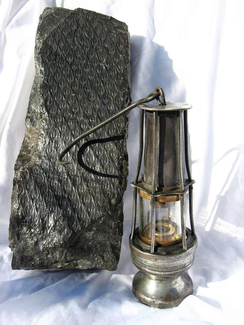 lampes de mineurs,  divers objets de mine, outils de mineur et documents  - Page 8 Img_1038