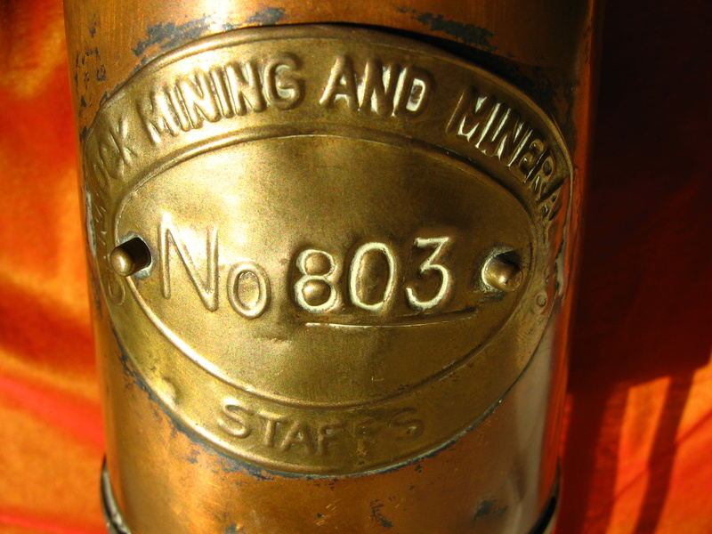 lampes de mineurs,  divers objets de mine, outils de mineur et documents  - Page 8 Img_1116