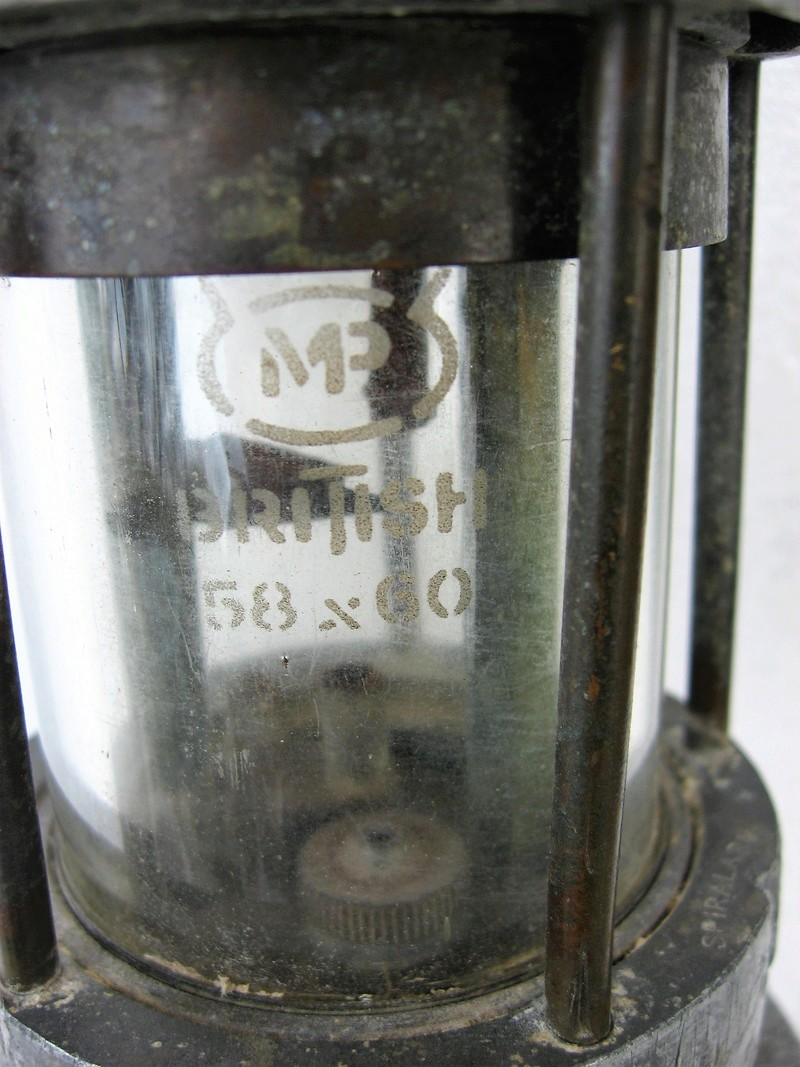 lampes de mineurs,  divers objets de mine, outils de mineur et documents  - Page 8 Img_1326