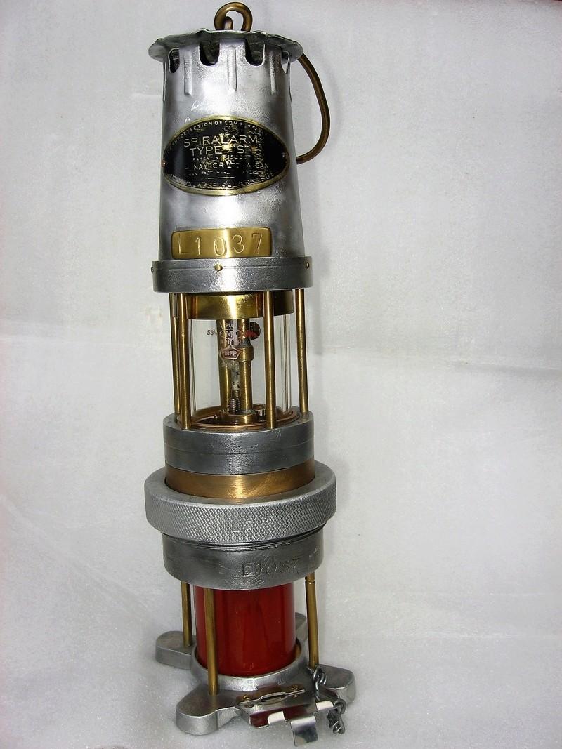 lampes de mineurs,  divers objets de mine, outils de mineur et documents  - Page 8 Img_1327