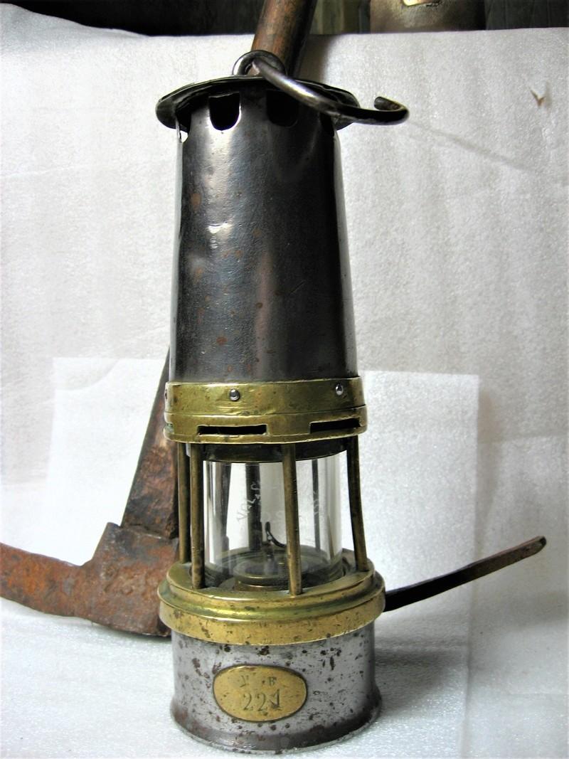 lampes de mineurs,  divers objets de mine, outils de mineur et documents  - Page 9 Img_1439