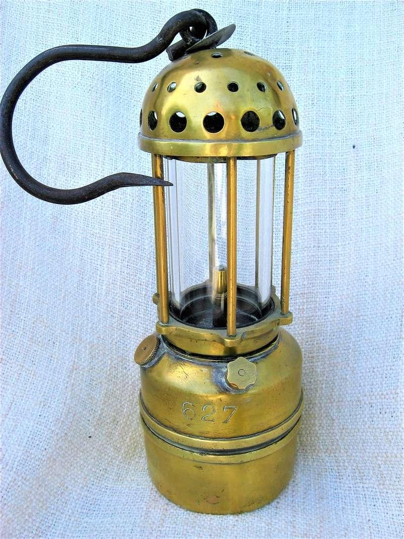 lampes de mineurs,  divers objets de mine, outils de mineur et documents  - Page 9 Img_1640