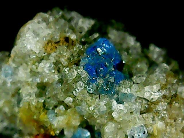 Perles de fluorite trouvées dans des  cavités de matière volcanique Win_2245