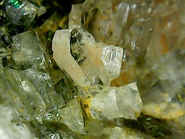 Wulfénite de Pontgibaud  + barite et fluorite Win_2416
