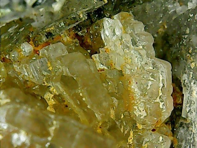 Wulfénite de Pontgibaud  + barite et fluorite Win_2417