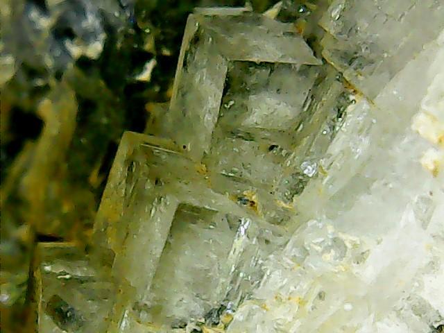Wulfénite de Pontgibaud  + barite et fluorite Win_2418