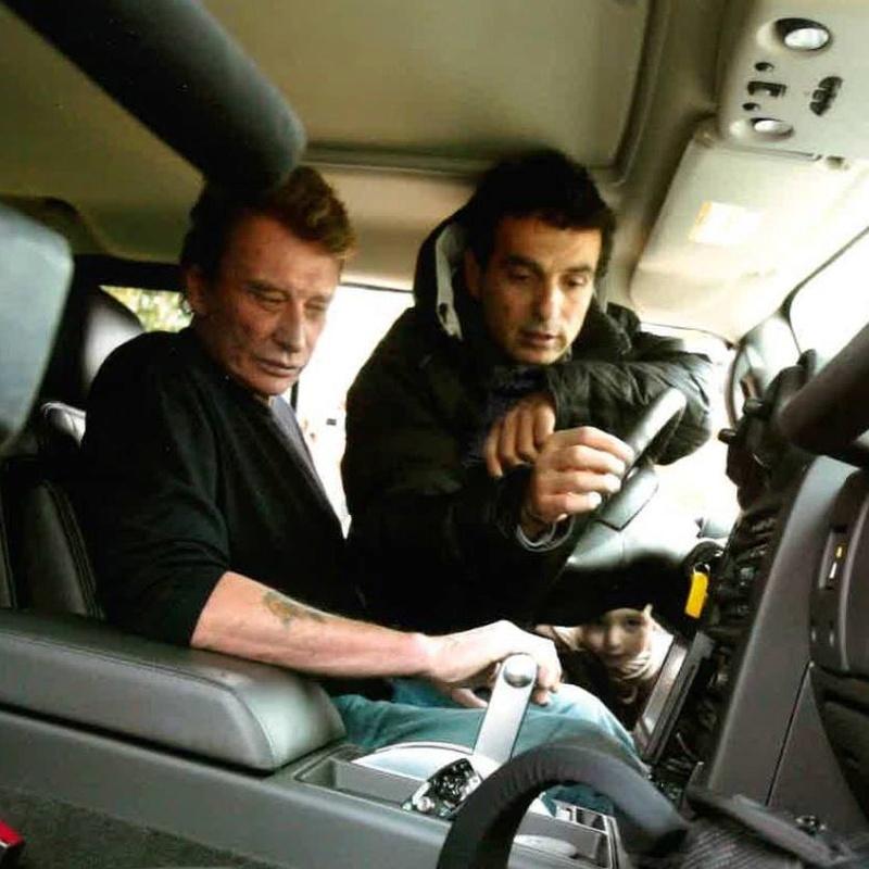 Clin d'oeil pour Johnny Hallyday et le Hummer ; RIP 24312810