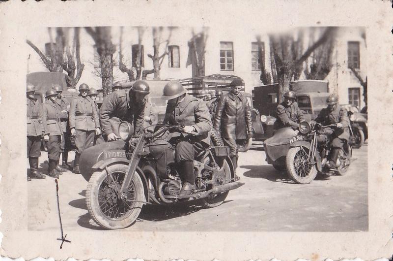 Soldat en moto -  1944 Moto_110